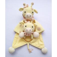 Kit Naninha e Chocalho Crochet - Girafinha Menina