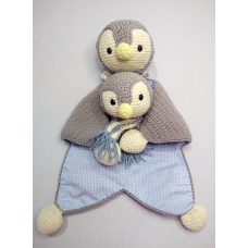 Kit Naninha e Chocalho Crochet - Pinguim Azul