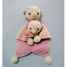 Kit Naninha e Chocalho Crochet - Pinguim Rosa